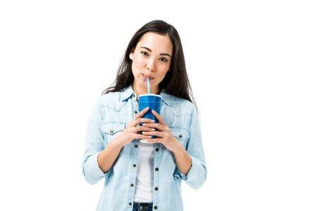 atractivo asiático mujer en denim camisa beber de plástico taza aislado en blanco