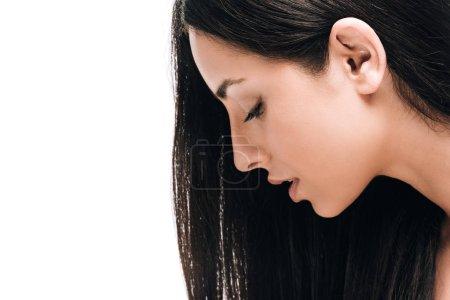 Photo pour Profil de brune belle femme avec de longs cheveux droits sains et brillants isolés sur blanc - image libre de droit
