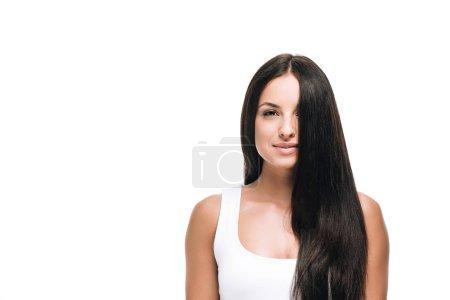 Photo pour Souriant belle femme avec de longs cheveux droits sains et brillants isolés sur blanc - image libre de droit