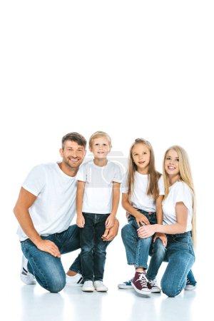 Foto de Alegres sonrisas familiares mientras se mira la cámara en blanco. - Imagen libre de derechos