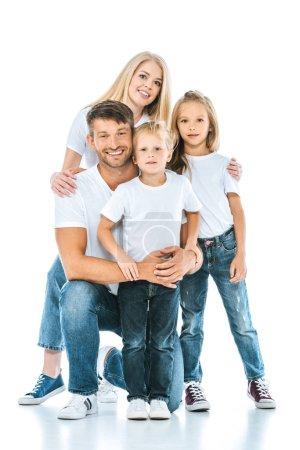 Photo pour Famille positive souriant tout en regardant la caméra sur blanc - image libre de droit