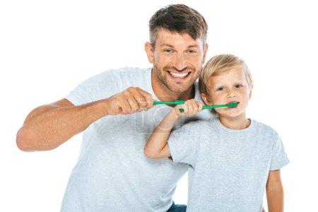 Photo pour Homme gai et fils brossant les dents isolé sur blanc - image libre de droit