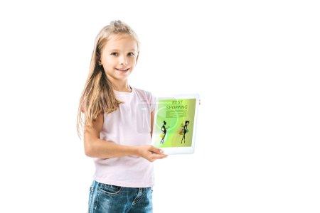 Photo pour Joyeux enfant tenant une tablette numérique avec la meilleure application d'achat sur écran isolé sur blanc - image libre de droit