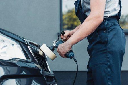 Photo pour Vue en coupe de la voiture nettoyante voiture de polissage avec machine à polir - image libre de droit