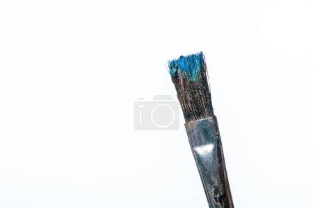 Photo pour Gros plan du pinceau avec peinture bleue isolé sur blanc - image libre de droit