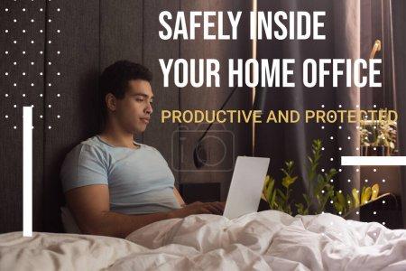 schöner Mischlingsfreiberufler, der von zu Hause aus in der Nähe Ihres Heimbüros arbeitet, produktiver und geschützter Schriftzug im Schlafzimmer