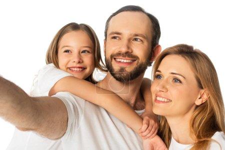 Photo pour Heureuse famille en t-shirts blancs embrassant isolé sur blanc - image libre de droit