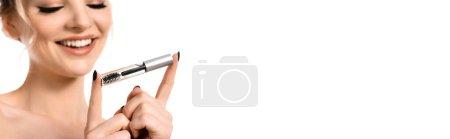 Photo pour Foyer sélectif de sourire nue belle femme blonde tenant gel de front clair isolé sur blanc, plan panoramique - image libre de droit