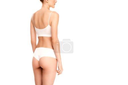 Photo pour Vue partielle de la jeune femme avec un corps parfait debout isolé sur blanc - image libre de droit
