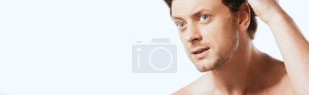 Photo pour Image horizontale d'un homme torse nu regardant loin isolé sur blanc - image libre de droit