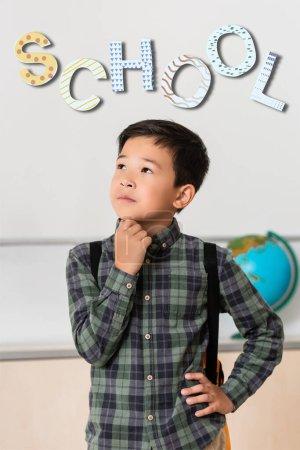 Photo pour Pensive asiatique écolier regarder loin près de l'école illustration - image libre de droit