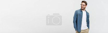 Photo pour Homme en lunettes et chemise en denim souriant isolé sur gris, bannière - image libre de droit