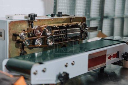 Photo pour Détails d'une machine professionnelle pour la production de café - image libre de droit