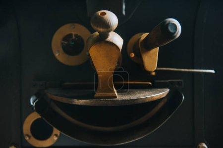Foto de Los datos y los reguladores de la máquina para la producción de café profesional - Imagen libre de derechos