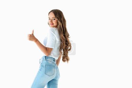 jeune fille brune joyeuse, montrant le pouce vers le haut, isolé sur blanc