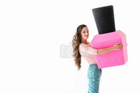 Photo pour Femme souriante avec gros vernis à ongles rose, concept de manucure, isolé sur blanc - image libre de droit