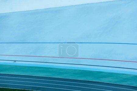 Foto de Líneas de colores en la pista, fondo geométrico - Imagen libre de derechos