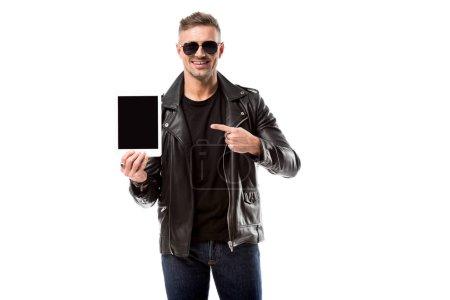 Photo pour Homme souriant veste en cuir pointant avec le doigt à la tablette numérique avec écran blanc isolé sur blanc - image libre de droit