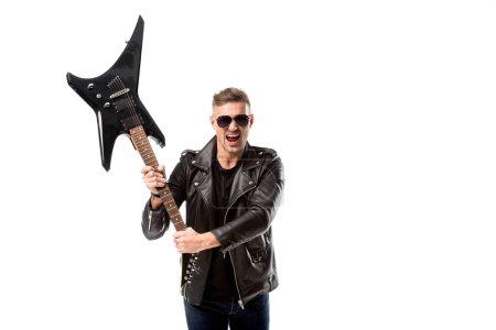 Photo pour Heureux homme adulte en blouson de cuir tenant guitare électrique isolé sur blanc - image libre de droit