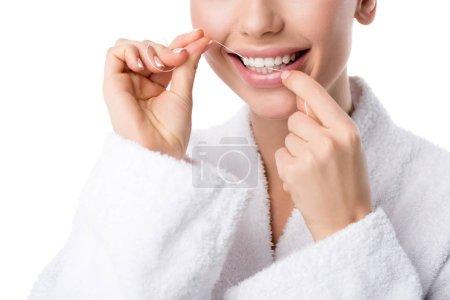 Photo pour Vue recadrée de la femme en peignoir blanc dents flottantes isolées sur blanc - image libre de droit