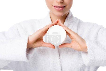 Photo pour Vue partielle de la femme en peignoir tenant crème visage isolé sur blanc - image libre de droit