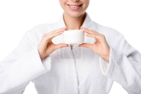 Photo pour Vue recadrée de la femme en peignoir tenant crème visage isolé sur blanc - image libre de droit