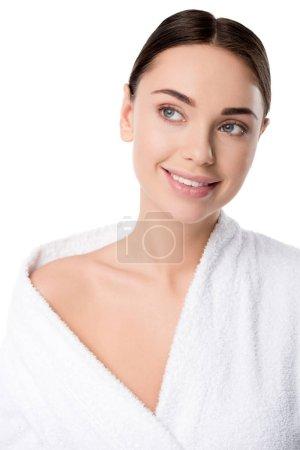 Photo pour Belle femme souriante en peignoir regardant loin isolé sur blanc - image libre de droit