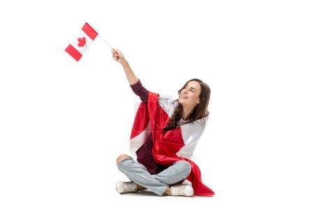 Photo pour Femme couverte de drapeau canadien avec drapeau unifolié isolé sur blanc - image libre de droit