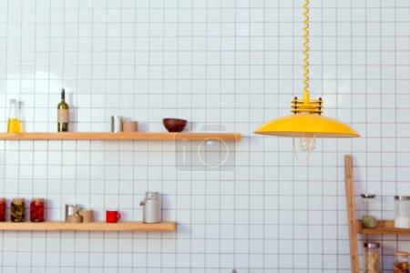 Photo pour Étagères, bocaux et lampe en bois dans la cuisine avec carrelage blanc sur le fond - image libre de droit