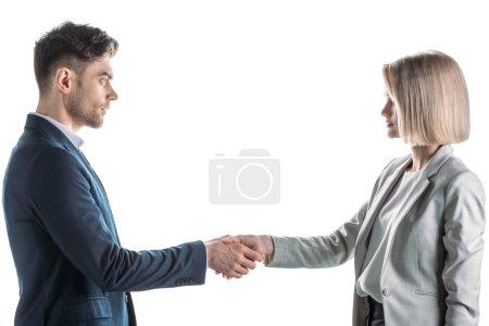 Photo pour Jolie femme d'affaires et bel homme d'affaires serrant la main et se regardant isolé sur blanc - image libre de droit