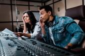 """Постер, картина, фотообои """"два вдумчивых звукорежиссеров, работающих на микшировании консоли в студии звукозаписи"""""""