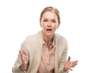 Photo pour Femme âgée moyenne surprise Gesturing avec des mains et regardant l'appareil-photo isolé sur le blanc - image libre de droit