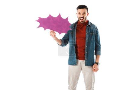 Photo pour Homme irrité retenant la bulle de pensée et regardant la caméra d'isolement sur le blanc - image libre de droit
