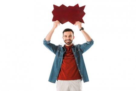 Photo pour Homme souriant retenant la bulle de pensée au-dessus de la tête et regardant l'appareil-photo isolé sur le blanc - image libre de droit