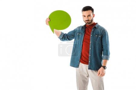 Photo pour Homme barbu sérieux retenant la bulle de pensée et regardant la caméra d'isolement sur le blanc - image libre de droit