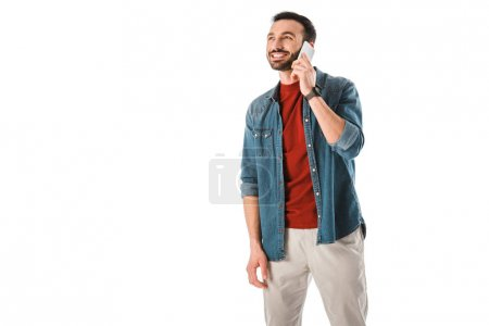 Photo pour Happy handsome man talking on smartphone and looking away isolated on white - image libre de droit
