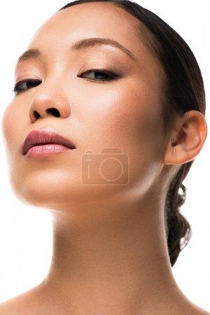 Photo pour Belle femme asiatique avec la peau parfaite, d'isolement sur le blanc - image libre de droit