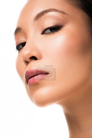 Photo pour Femme asiatique attirante avec la peau parfaite, d'isolement sur le blanc - image libre de droit