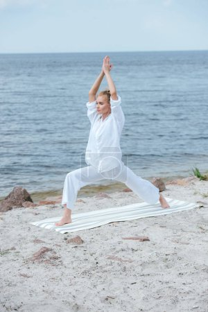 Photo pour Beautiful girl practicing yoga and standing with praying hands - image libre de droit