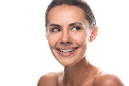 Photo pour Jeune femme nue attirante riant et regardant loin isolé sur le blanc - image libre de droit