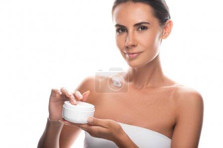 Photo pour Attrayant jeune femme tenant crème cosmétique isolé sur blanc - image libre de droit