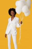 """Постер, картина, фотообои """"возбужденных афро-американской женщины проведения воздушные шары изолированы на оранжевый"""""""