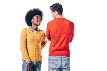 Photo pour Couple multiethnique souriant se regardant, isolé sur blanc - image libre de droit