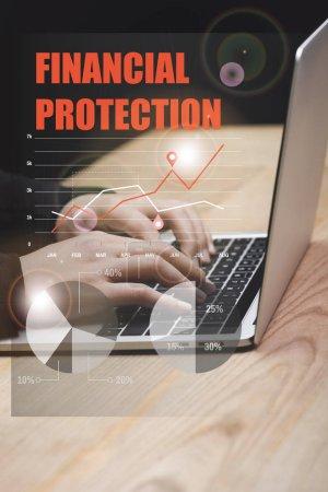 Foto de Vista panorámica del hacker usando laptop y la ilustración de la protección financiera. - Imagen libre de derechos