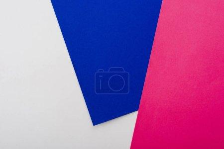 Photo pour Fond géométrique abstrait avec papier blanc, rose, bleu - image libre de droit