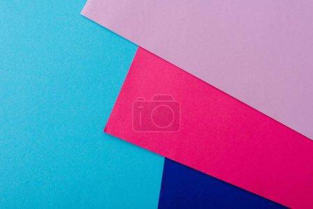Photo pour Fond géométrique abstrait avec papier rose, bleu et violet - image libre de droit