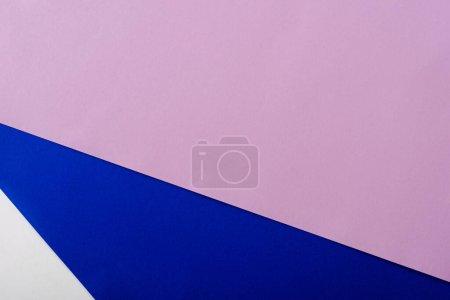 Photo pour Fond géométrique abstrait avec papier blanc, rose, bleu et violet - image libre de droit