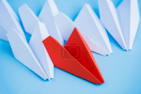 Photo for White and red paper planes on blue background, leadership concept - Royalty Free Image