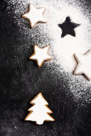 Ansicht von Weihnachten Lebkuchen mit Zuckerpuder überzogen
