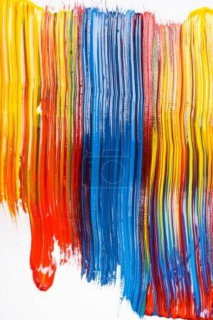 abstrakte bunte Hintergrund mit Pinselstrichen auf weißem Hintergrund